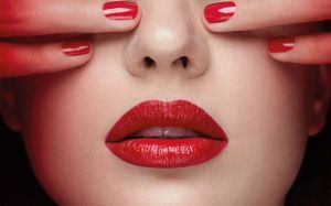 Pupa - RED POWER -  I`M SEXY  ABSOLUTE SHINE  LIPSTICK - Червило  със сияен финиш.