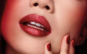 Pupa - RED POWER -  I`M DIVINE METAL EFFECT LIPSTICK - Червило с Металик Финиш.